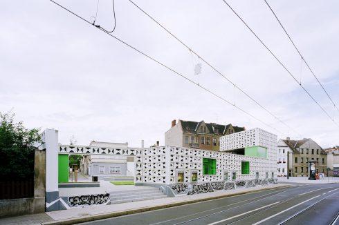 Bild: Anerkennung beim Deutschen Fassadenpreis VHS 2011 für das Lesezeichen Salbke
